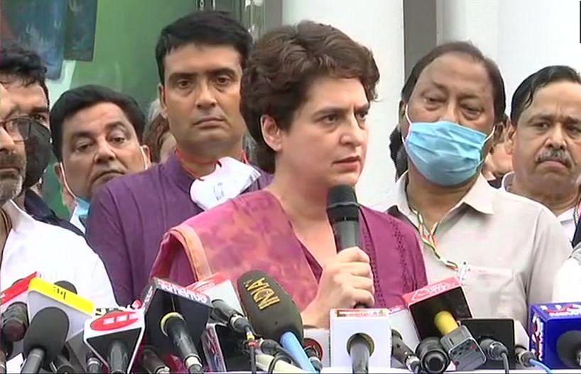 कांग्रेस ने प्रियंका गांधी को बताया 'UP की उम्मीद लखनऊ में तैयार हो रही है चुनावी रणनीति