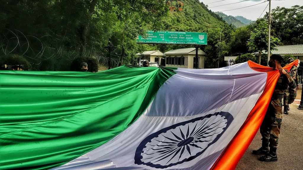 मोदी जी, देश का बंटवारा नेहरू जी के कारण नहीं, जिन्ना की जिद के कारण हुआ था...