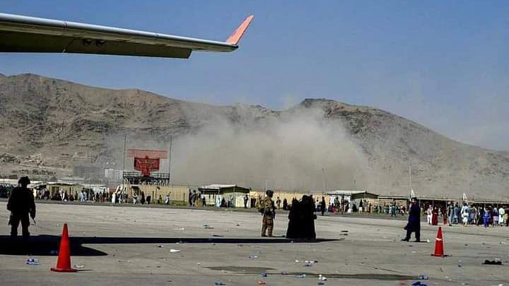 काबुल धमाके में अमेरिकी सैन्य कर्मियों की मौत के बाद बाइडेन का कड़ा रुख, कहा- आतंकियों को ढूंढ-ढूंढकर मारेंगे