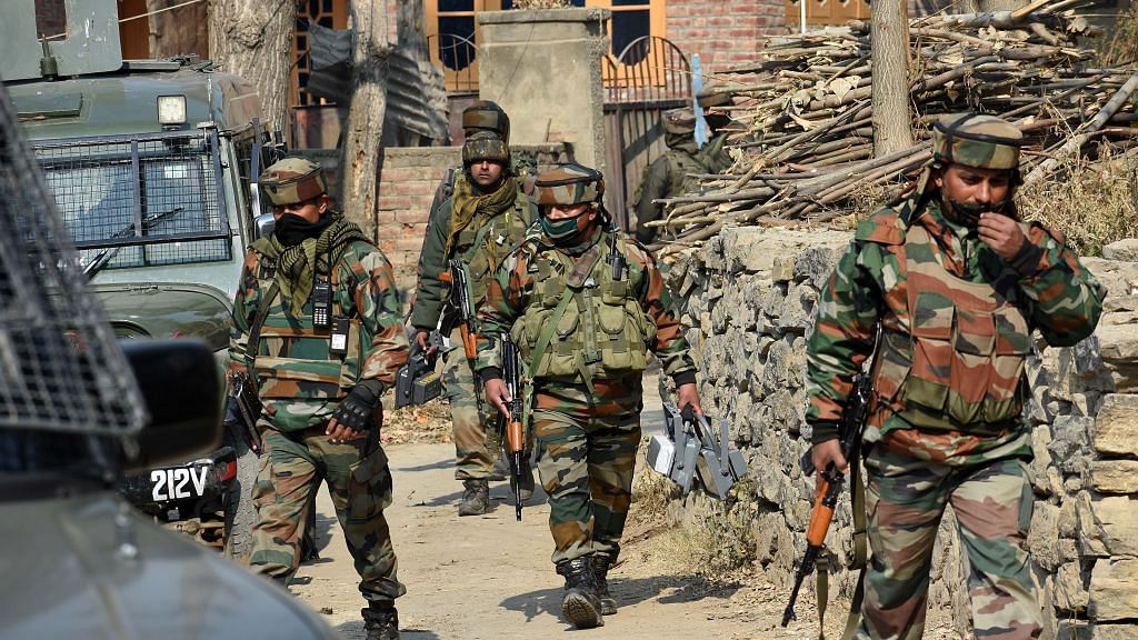 जम्मू-कश्मीर में फिर आतंकी हमला, श्रीनगर के चानापोरा में सुरक्षा बलों पर फेंका ग्रेनेड, एक घायल