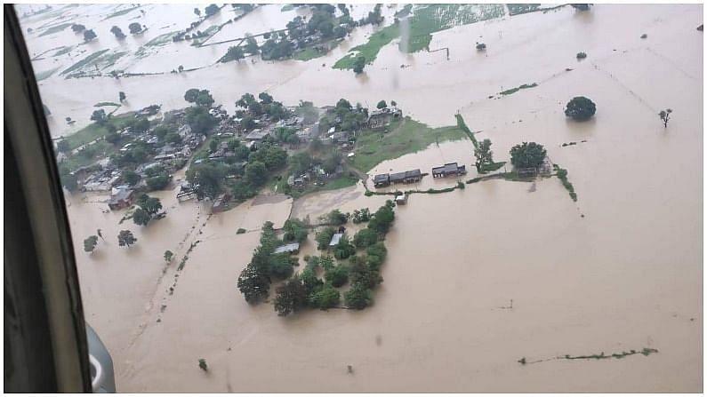एमपी में बाढ़ से भारी तबाही, जान बचाने के लिए संघर्ष कर रहे लोग, तस्वीरें बेहद चिंताजनक