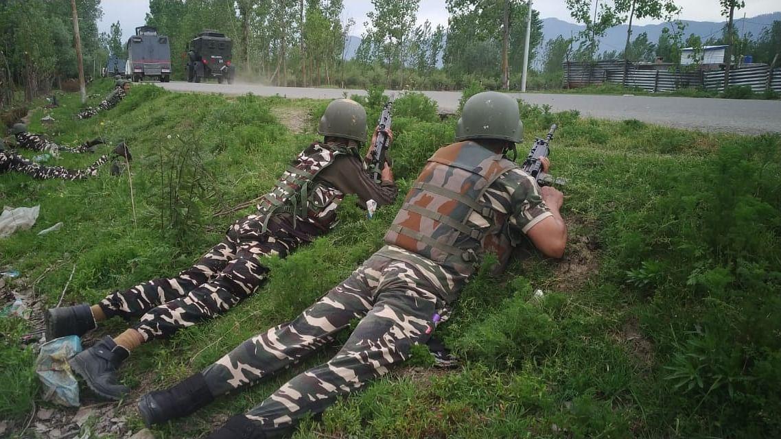 आतंकी हमला: कश्मीर में सुरक्षाबलों पर आतंकवादियों का हमला, एक सीआरपीएफ जवान घायल