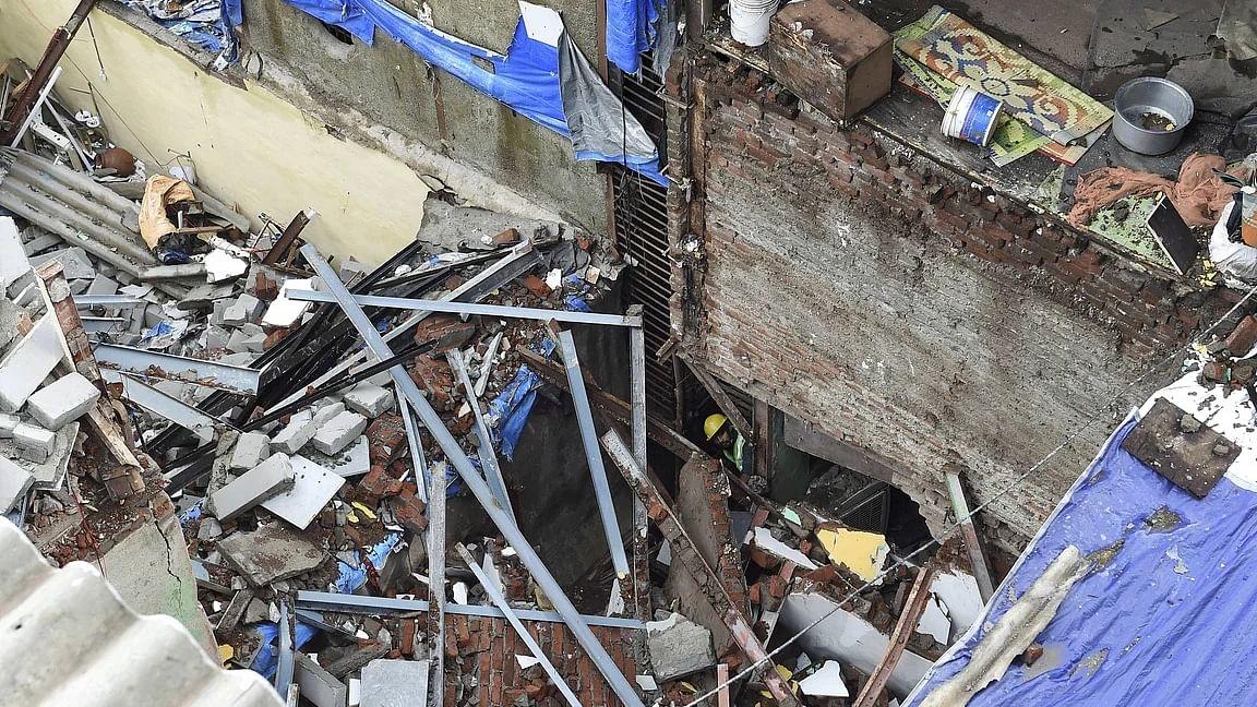 महाराष्ट्र के पिंपरी-चिंचवड़ में दो मंजिला इमारत गिरी, मलबे में दबी 15 साल की लड़की, रेस्क्यू ऑपरेशन जारी