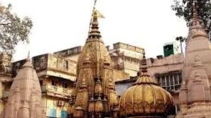 वाराणसी में 5 महिलाओं ने पुराने मंदिर परिसर में पूजा का अधिकार मांगा, एक हिंदू महिला के नेतृत्व में लगाई गई याचिका