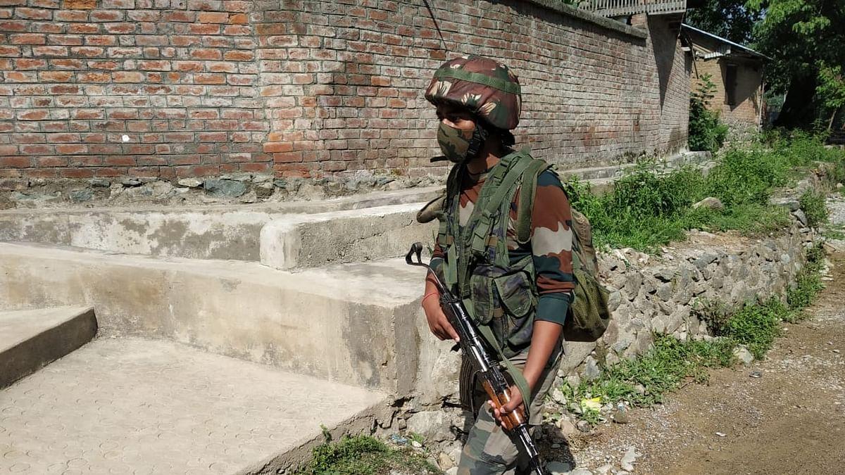 जम्मू-कश्मीर: पुलवामा में सुरक्षाबलों को मिली बड़ी कामयाबी, जैश के 3 आतंकवादी ढेर, इलाके में तलाशी अभियान जारी