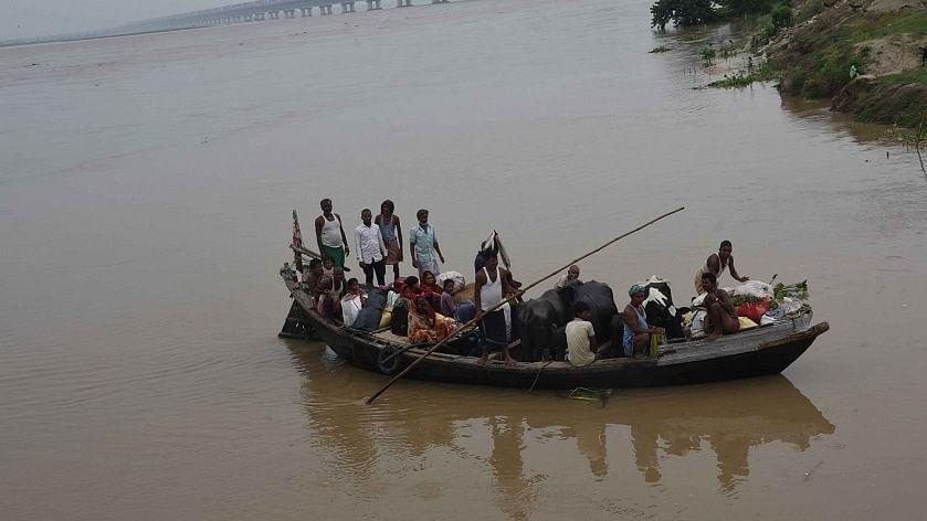 बिहार में नदियां फिर से तबाही मचाने को आतुर, निचले इलाकों में फिर बढ़ा बाढ़ का खतरा