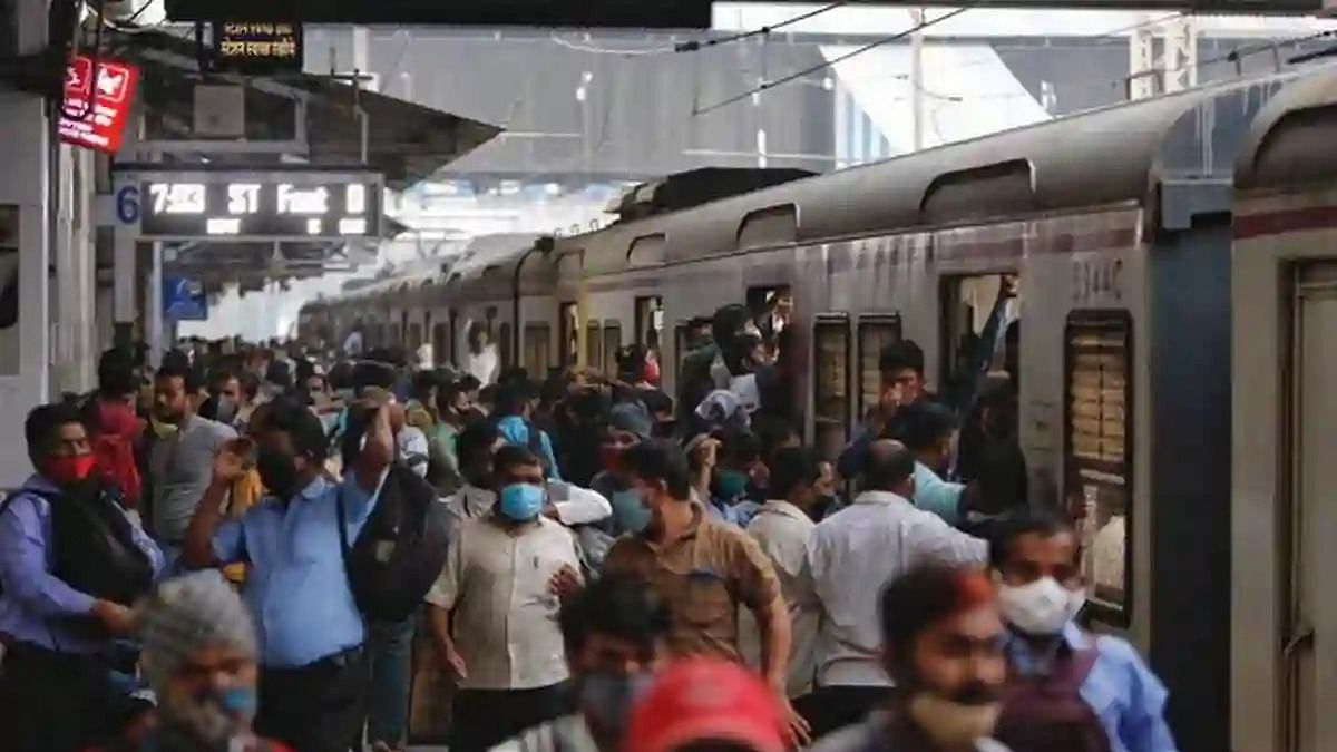 मुंबई के 3 रेलवे स्टेशनों और अमिताभ बच्चन के बंगले को बम से उड़ाने की धमकी, पुलिस अलर्ट, बढ़ाई गई सुरक्षा