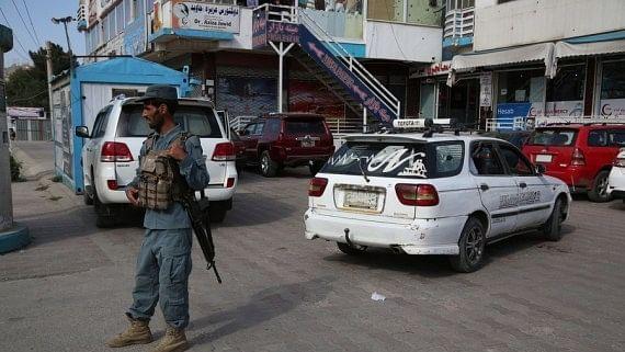काबुल में घुसा तालिबान, बैंकों और ATM के बाहर भारी भीड़, भागने के लिए साधन जुटाने की कोशिश कर रहे अफगानी नागरिक