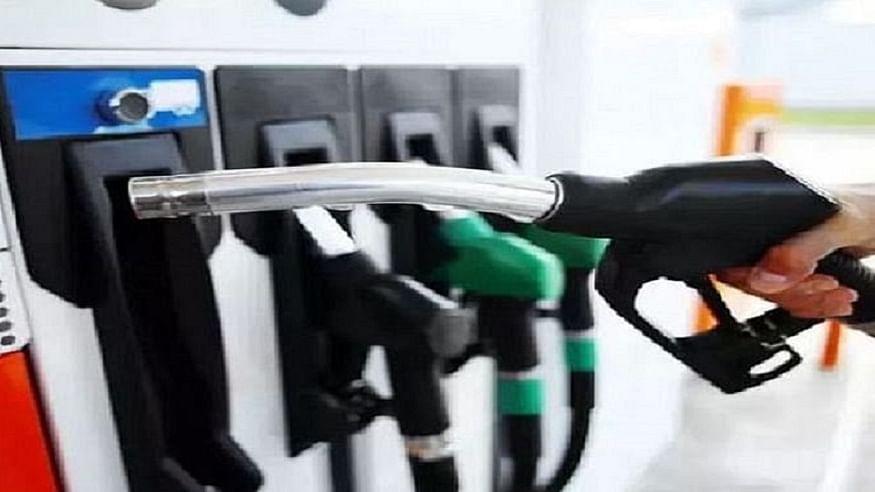 तेल की कीमतों से देश की जनता को राहत नहीं! विदेशों में गिरावट के बावजूद घरेलू बाजार में नहीं घट रहे पेट्रोल के दाम