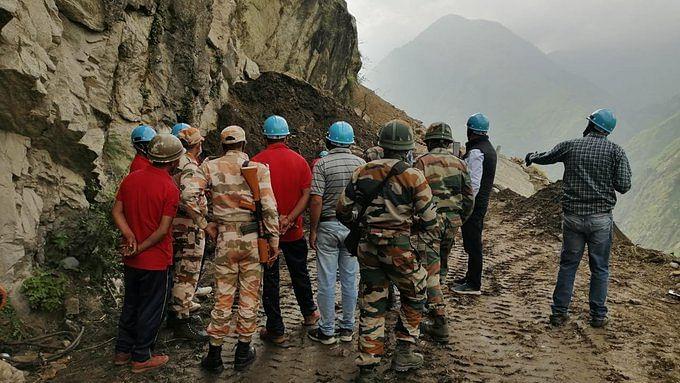 बड़ी खबर LIVE: हिमाचल भूस्खलन में दबे बस, बोलेरो का पता नहीं चला, बचाव अभियान आज खत्म, कल सुबह फिर शुरू होगा