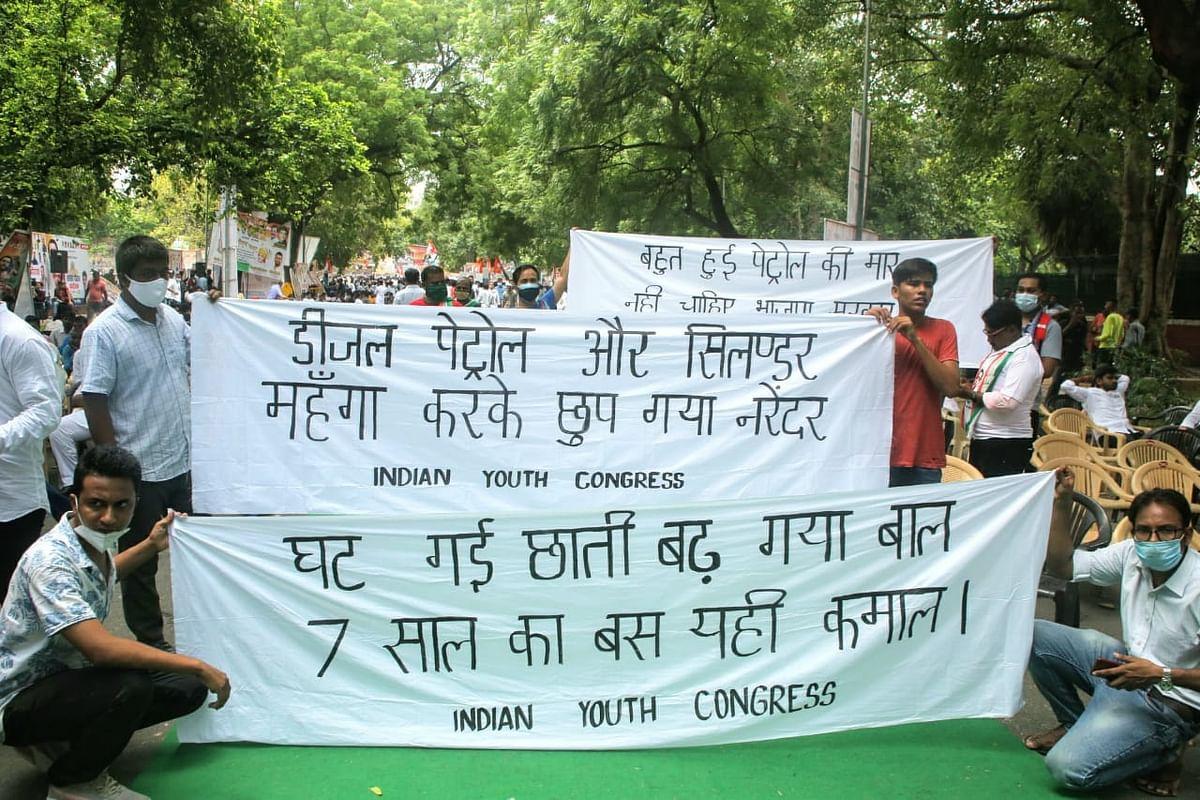 'पेट्रोल, डीजल और सिलेंडर, महंगा करके छुप गया नरेंद्र', यूथ कांग्रेस का मोदी सरकार पर वार