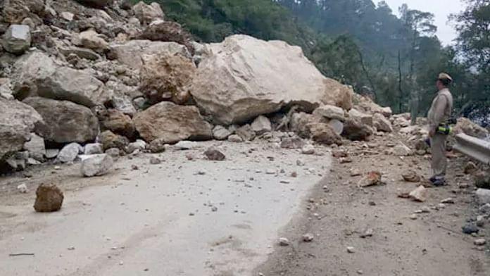 हिमाचल में लगातार भूस्खलन पर हाईकोर्ट की सख्ती, राज्य और केंद्र के साथ NHAI को भेजा नोटिस