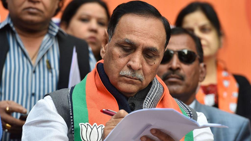 गुजरात के मुख्यमंत्री विजय रूपाणी ने दिया इस्तीफा, बीजेपी ने एक और मुख्यमंत्री बदला