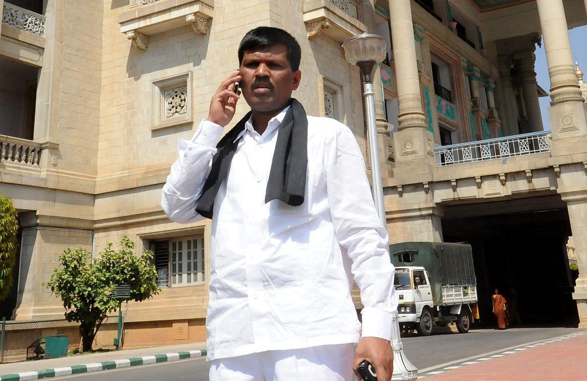 कर्नाटक के बीजेपी विधायक का आरोप- ईसाई मिशनरियों ने मां का करा दिया धर्म परिवर्तन