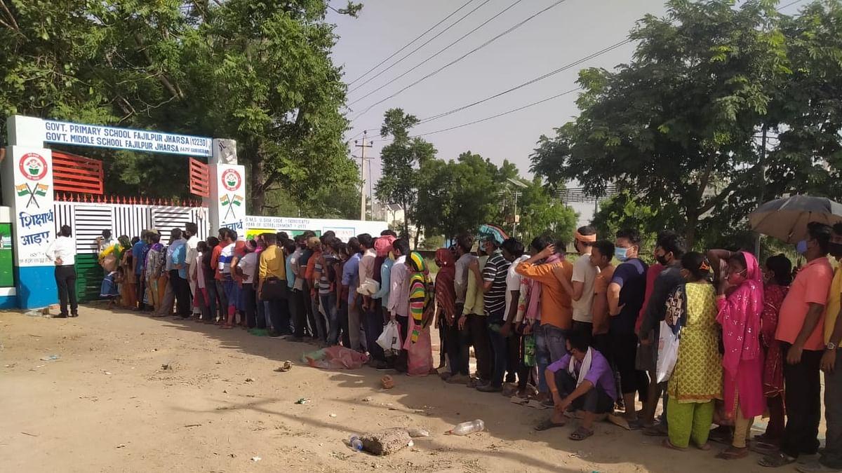 पश्चिम बंगाल के कोरोना वैक्सीन सेंटर में भगदड़, 25 घायल, कई केंद्रों पर धक्का-मुक्की से जैसे हालात