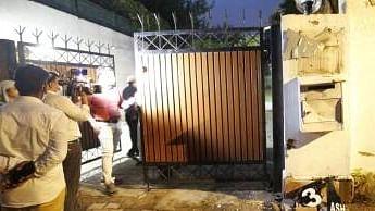 दिल्ली में चुनाव आयोग से सटे ओवैसी के सरकारी आवास पर तोड़फोड़, हिंदू सेना के 5 लोग हिरासत में लिए गए