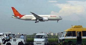 एयर इंडिया की फ्लाइट में खटमलों से परेशान यात्री