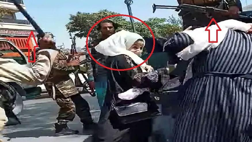 तालिबान की बर्बरता! काबुल में प्रदर्शनकारी महिला को बीच सड़क पर पीटा, हथियारों के बल पर विरोध को दबाने की कोशिश