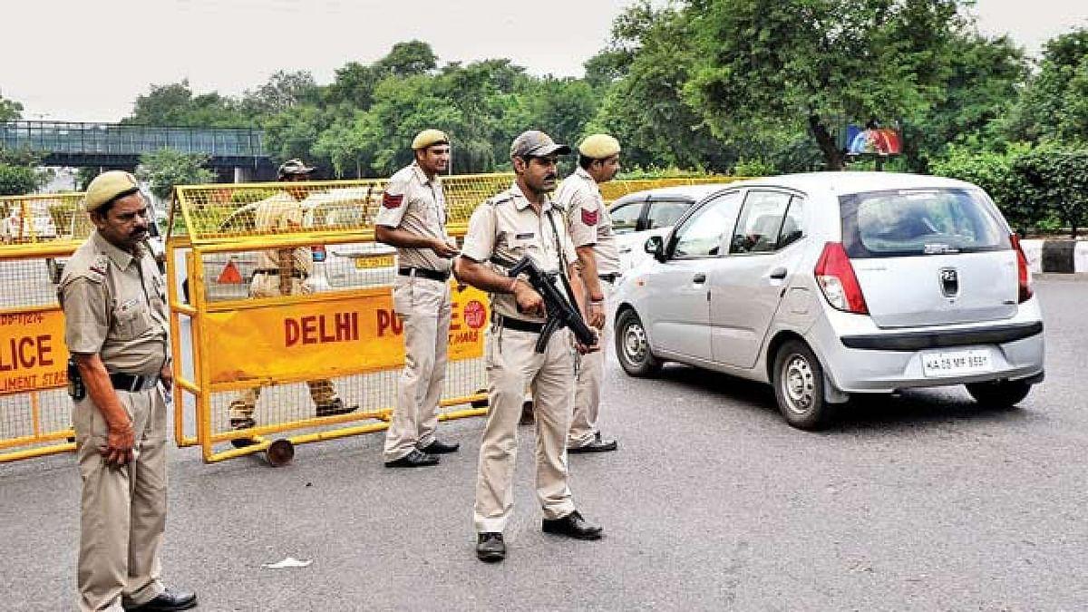 दिल्ली में पाकिस्तान की बड़ी साजिश नाकाम, हथियारों समेत 6 आतंकी गिरफ्तार, दाऊद गैंग से जुड़े तार