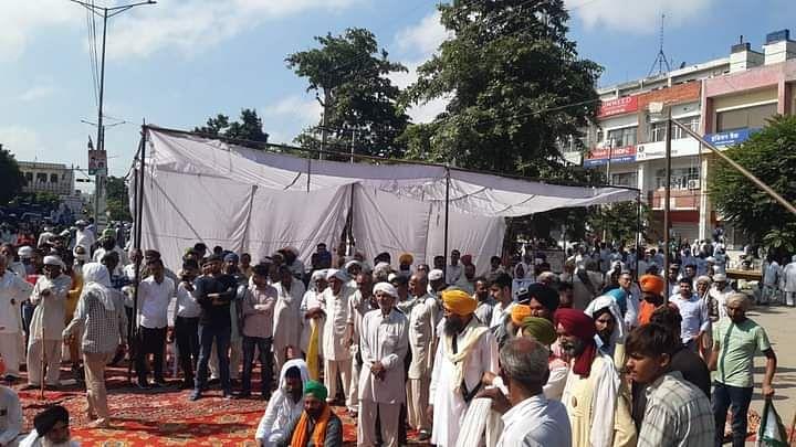 करनाल में किसानों-प्रशासन के बीच बनी सहमति, मामले की होगी न्यायिक जांच, इस दौरान छुट्टी पर रहेंगे एसडीएम