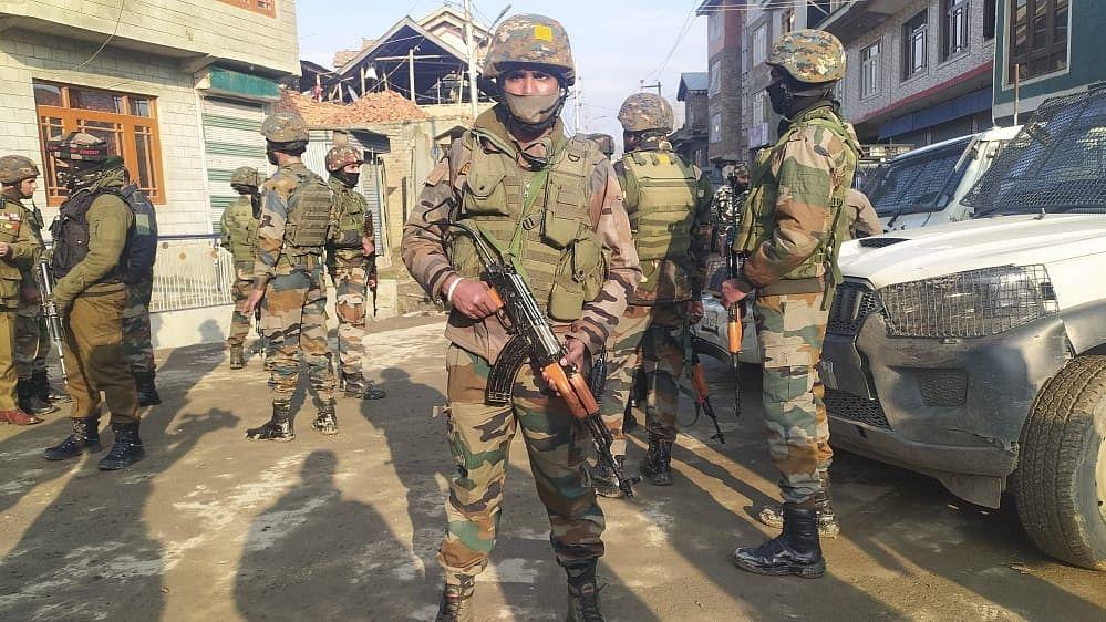 जम्मू-कश्मीर: श्रीनगर में आतंकवादी हमला, एक सब-इंस्पेक्टर की मौत