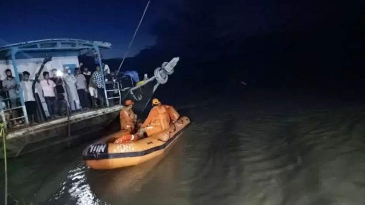 बड़ी खबर LIVE: असम आपदा प्रबंधन विभाग ने जारी किया टोल-फ्री नंबर, नाव हादसे में लापता व्यक्ति की सूचना देने की अपील