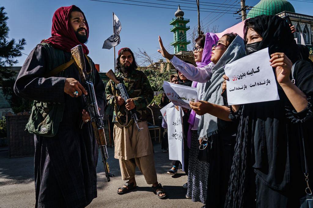 खरी-खरी : धुंधलाती चमक के बीच घर में तो हिंदू-मुस्लिम कर लेगी बीजेपी, पर अफगानिस्तान में हमारे हितों का क्या होगा