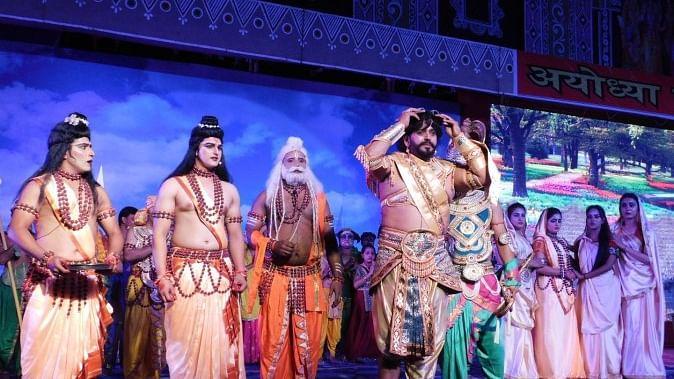 अयोध्या में 'फिल्मी' रामलीला पर विवाद, प्रदर्शन रोकने की मांग, कलाकारों में नैतिक-धार्मिक अनुशास नहीं होने का दावा