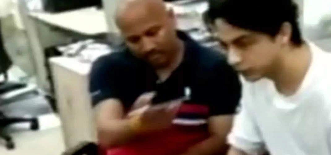 ड्रग केस में एक और चौंकाने वाला खुलासा, आर्यन खान को अपने मोबाइल से बात करते हुए किरण गोसावी का वीडियो वायरल