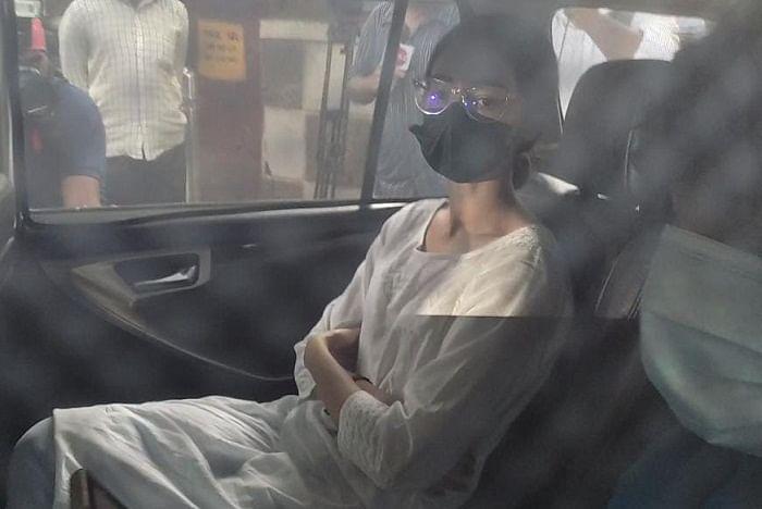 सिनेजीवन: समन के बाद NCB के सामने पेश हुईं अनन्या पांडे और आर्यन खान की न्यायिक हिरासत 30 अक्टूबर तक बढ़ी