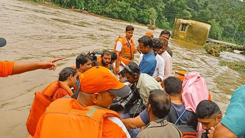 केरल बाढ़: 35 तक पहुंची मृतकों की संख्या, कांग्रेस का आरोप- चेतावनियों पर कार्रवाई करने में विफल रही राज्य सरकार