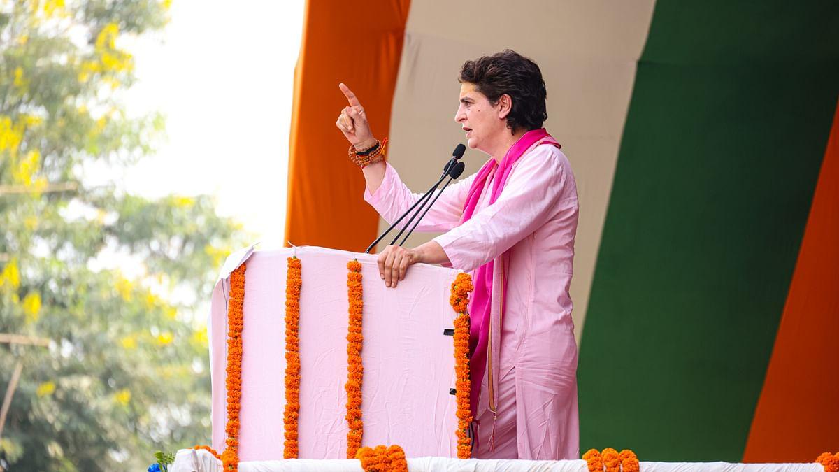 वाराणसी रैली में प्रियंका गांधी ने लगाया 'जय माता दी' का जयकारा, देवी स्तुति से शुरु किया भाषण