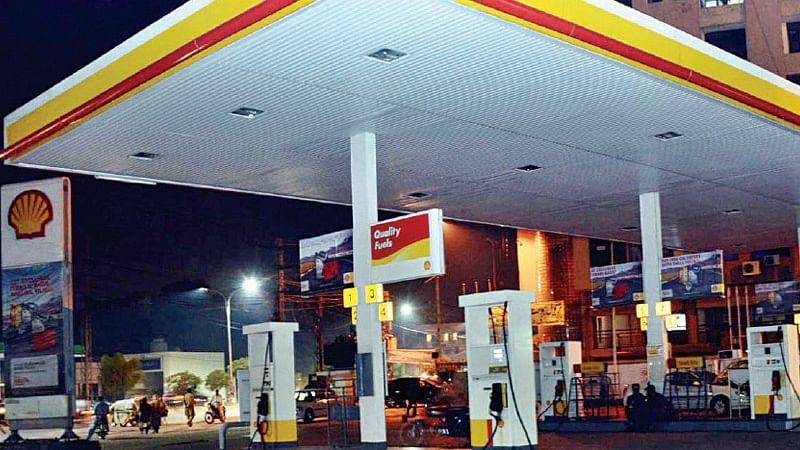 पाकिस्तान में पेट्रोल के दाम में 10.49 रुपये प्रति लीटर का इजाफा, सोशल मीडिया पर फूटा गुस्सा