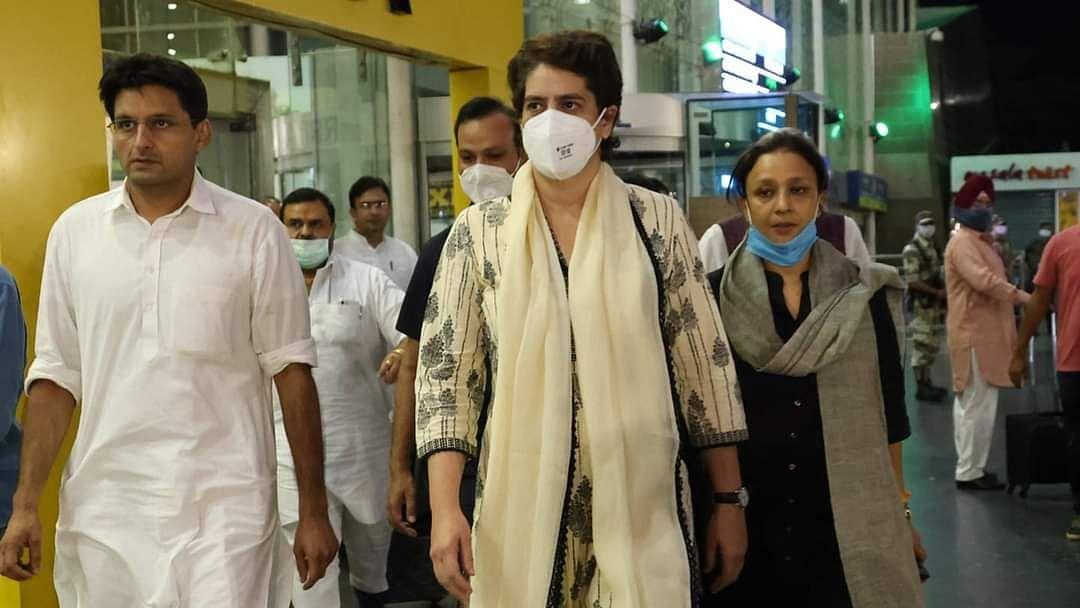 प्रियंका गांधी को यूपी पुलिस ने लखीमपुर खीरी जाने से रोका, लखनऊ में ही किया 'हाउस अरेस्ट'