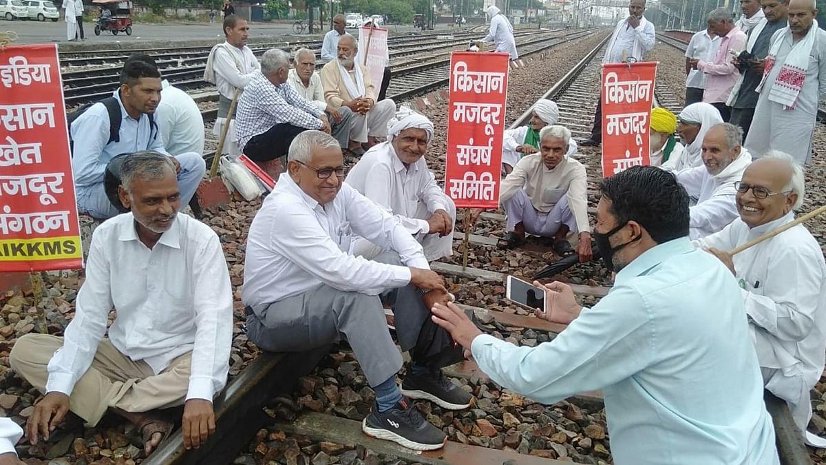 लखीमपुर हिंसा के विरोध में बिहार, पंजाब, हरियाणा में किसानों का प्रदर्शन, रेल की पटरियों पर अन्नदाता, जानें मांगें
