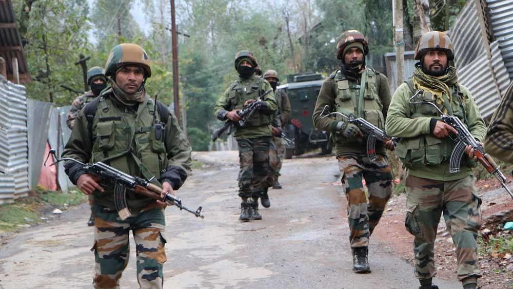 जम्मू-कश्मीर में सुरक्षा बलों को बड़ी कामयाबी, नागरिक की हत्या में शामिल लश्कर का आतंकवादी ढेर