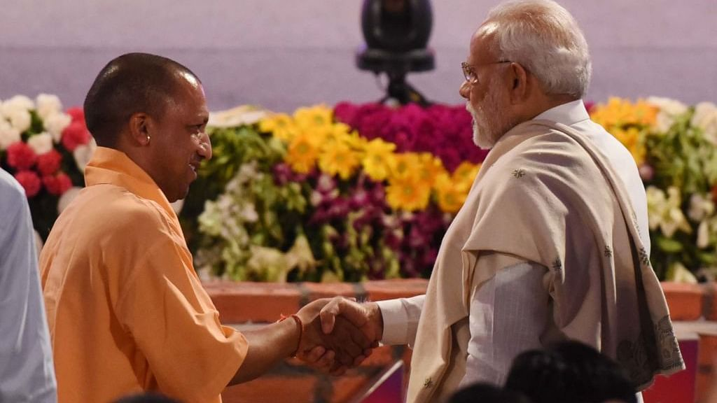 खरी-खरी: देश पर चढ़ता हिंदुत्व का रंग और यूपी में सामाजिक संतुलन के नाम पर योगी-मोदी संतुलन