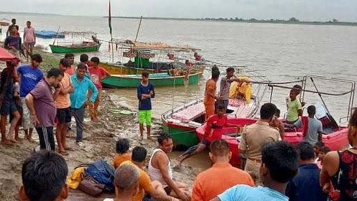 उत्तर प्रदेश: लखीमपुर में बड़ा हादसा, घाघरा नदी में पलटी लोगों से भरी नाव, 10 डूबे! बचाव कार्य जारी