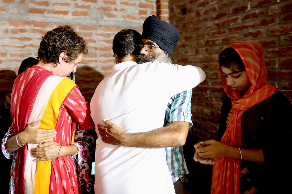 बड़ी खबर LIVE: लखीमपुर पहुंचे राहुल-प्रियंका ने शहीद किसान के परिवार को लगाया गले, कहा- न्याय मिलने तक सत्याग्रह चलेगा