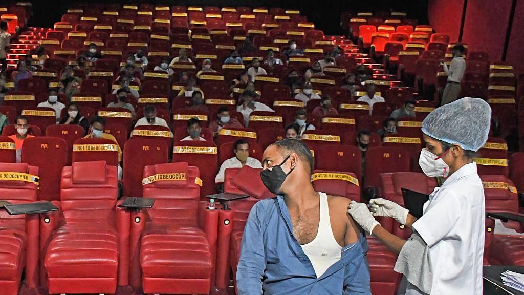 सिनेजीवन:महाराष्ट्र में इस दिन से 50% कैपेसिटी के साथ खुल सकेंगे सिनेमाघर और 'भक्षक' में इस अभिनेत्री की एंट्री?