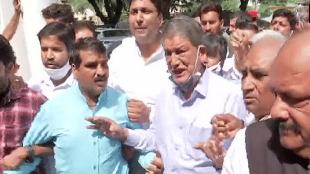 लखीमपुर हिंसा: सड़कों पर उतरी उत्तराखंड कांग्रेस, पूर्व CM हरीश रावत गिरफ्तार, कहा- इस्तीफा दे 'हत्यारी सरकार'