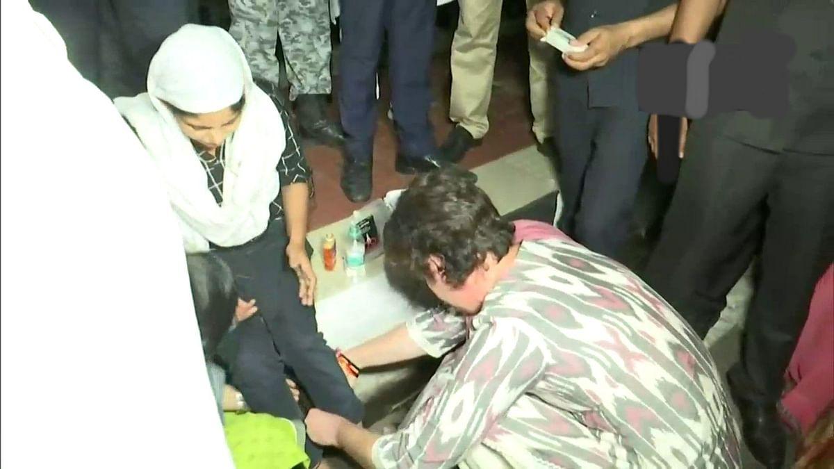 बड़ी खबर LIVE: प्रियंका गांधी ने सड़क दुर्घटना में घायल लड़की की मदद की, प्राथमिक उपचार भी दिया, देखें वीडियो