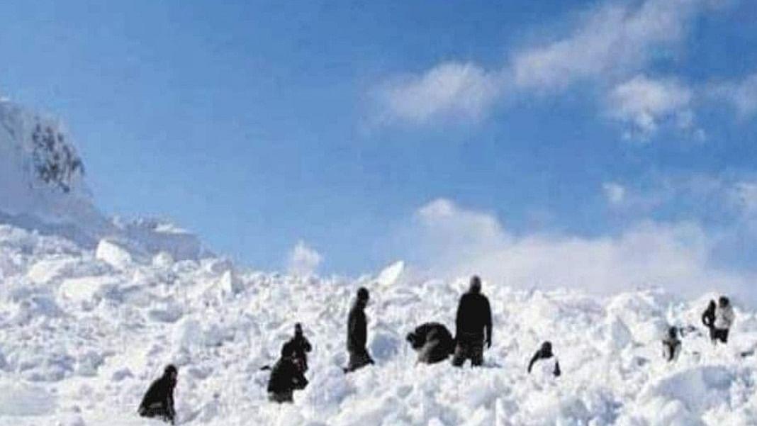 हिमाचल: चीन सीमा से लगते छितकुल में ट्रेकिंग करने गए 8 पर्यटकों समेत 11 लोग लापता, खराब मौसम के बाद टूटा संपर्क