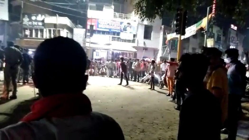 सहारनपुरः हिन्दू संगठन के जबरन मुगल रेस्टोरेंट बंद कराने पर बवाल, कड़ी मशक्कत के बाद प्रशासन ने हालात संभाला