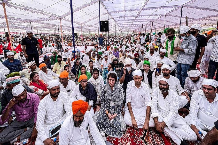 लखीमपुर में शहीद किसानों को अंतिम अरदास में दी गई श्रद्धांजलि, प्रियंका भी पहुंचीं, दोषियों को सजा देने की गूंजी मांग