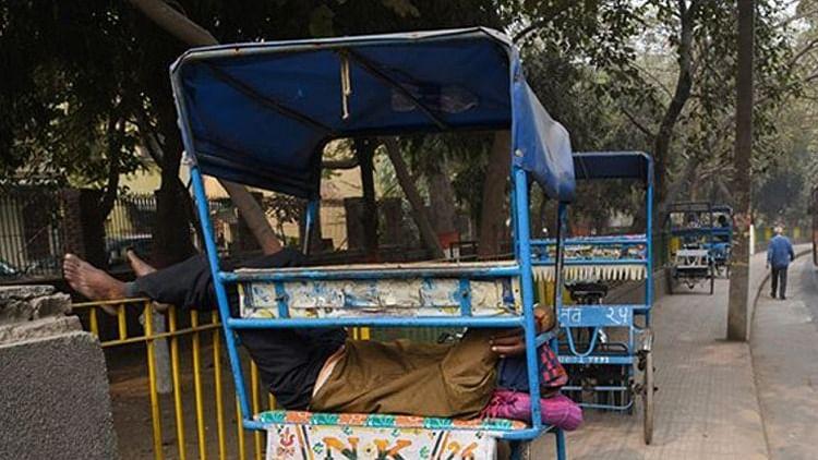 करोड़पति निकला मथुरा का ये रिक्शा चालक, IT विभाग ने भेजा इतने करोड़ का नोटिस, कमाई की रकम जान उड़ जाएंगे होश!