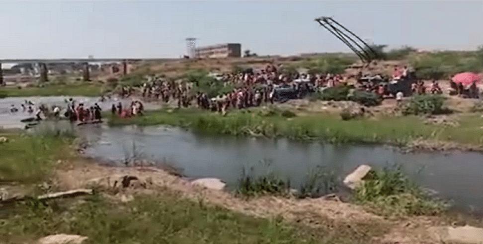 बड़ी खबर LIVE: उत्तर प्रदेश के आगरा में मूर्ति विसर्जन के दौरान बड़ा हादसा, पार्वती नदी में डूबने से 5 लोगों की मौत