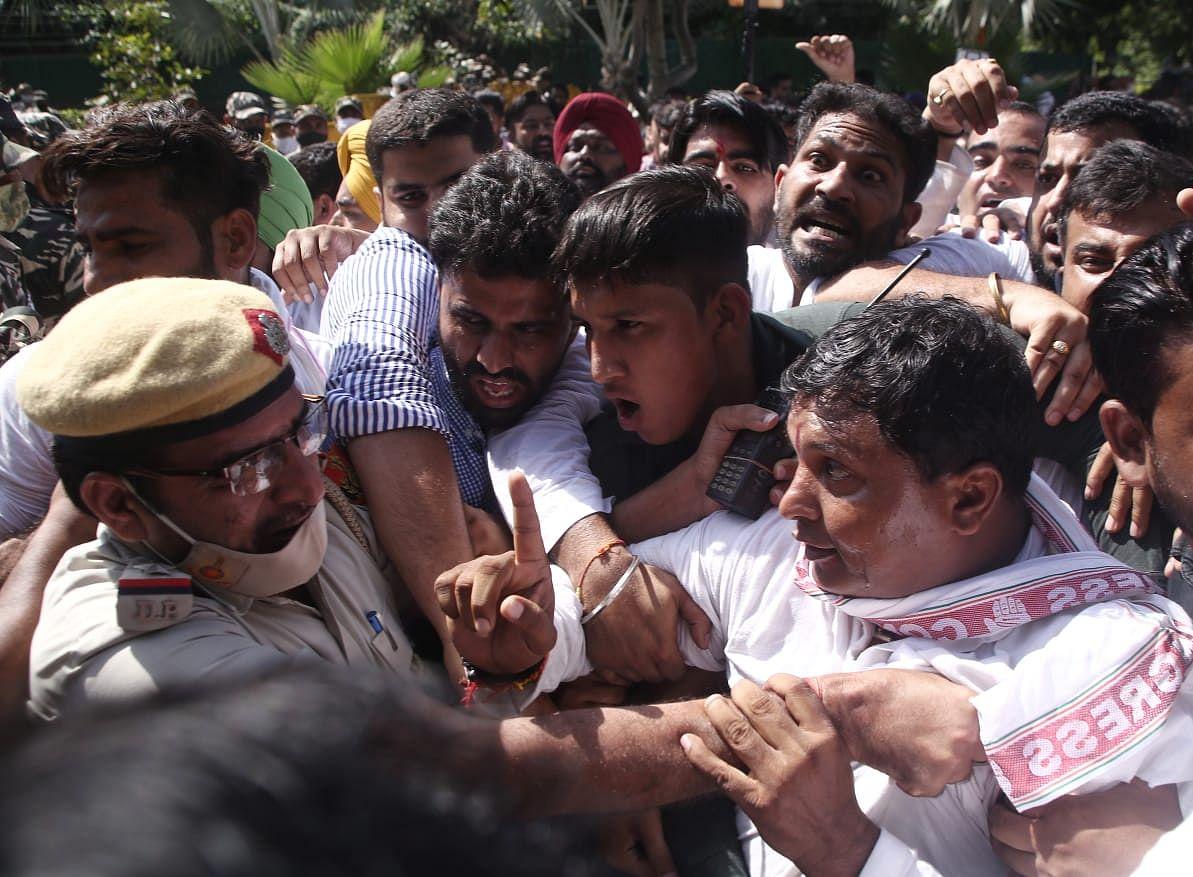 लखिमपुर हिंसाः यूथ कांग्रेस का अमित शाह के घर के बाहर प्रदर्शन, आरोपी के मंत्री पिता की बर्खास्तगी की उठाई मांग