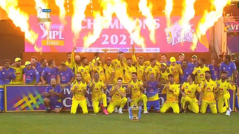 धोनी की कप्तानी में चौथी बार चेन्नई सुपर किंग्स बना आईपीएल चैंपियन, फाइनल में केकेआर को 27 रन से हराया