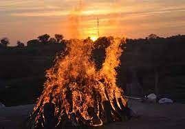 विष्णु नागर का व्यंग्यः डेमोक्रेसीज की 'मम्मी' का अंतिम संस्कार संपन्न, देश और लोकतंत्र सपूत की तिजोरी में बंद!